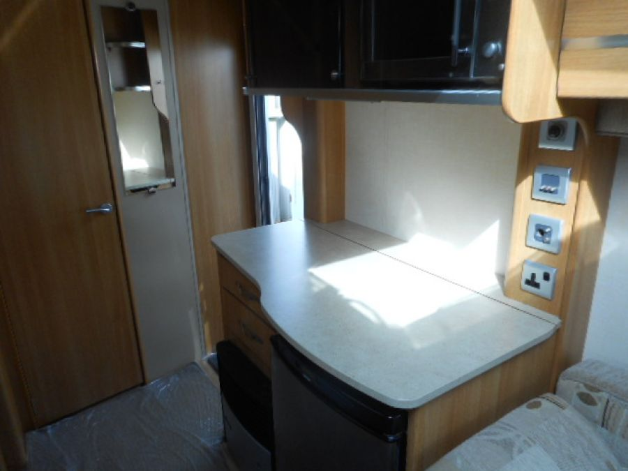 Image of 2011 Coachman VIP 460 - 2 berth end wash room inc Mover porch awning $ FREE starter pack
